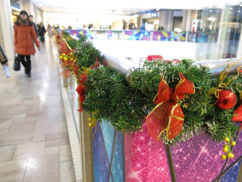 Weihnachtsdekoration in einem Einkaufszentrum. Foto: Sofia Zhu.