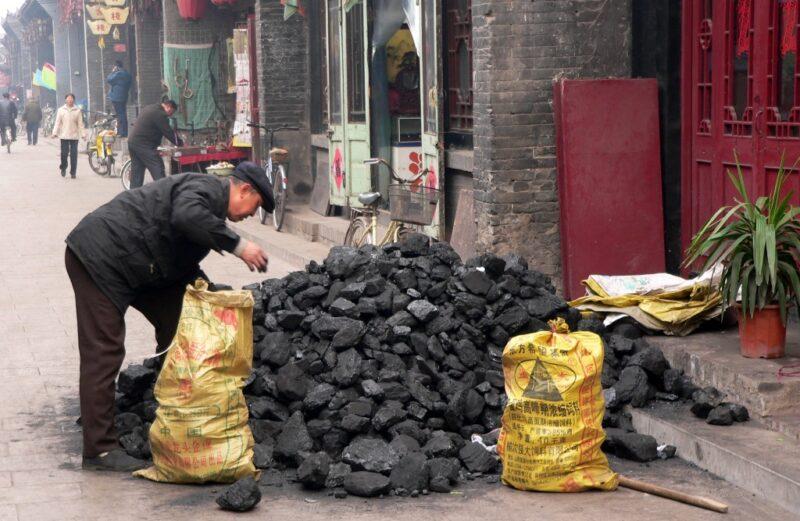 Im Winter heizen viele Familien mit Kohle. Foto aus Pingyao.