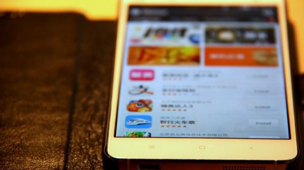 """Der integrierte Appstore """"Mi Store"""" kommt mit vielen praktischen Programmen wie etwa dem chinesischen Zugfahrplan - leider fehlt einiges, was für Westeuropäer wichtig wäre."""