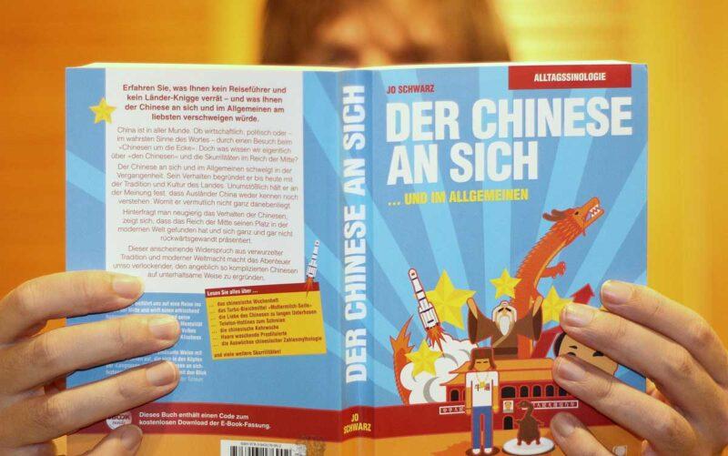 """Alltagssinologie: Auf 300 Seiten erfährt der Leser fast alles über """"den Chinesen"""". Foto: N. Zwahlen"""