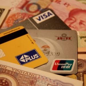 Kreditkarten und Bargeld: Eine gute Mischung in China. Foto: O. Zwahlen