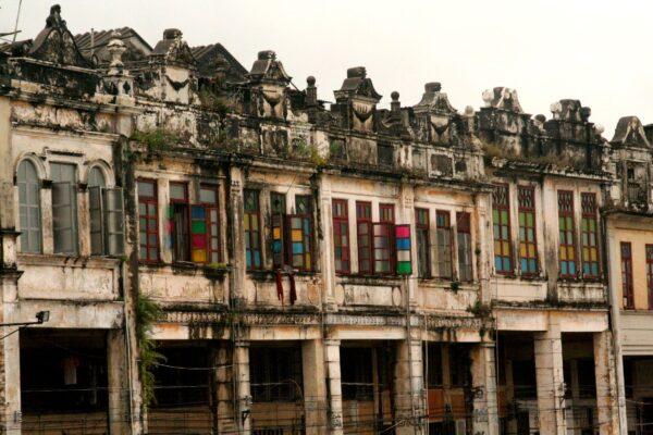 Flussfront: Chikan wartet mit einer einzigartigen Architektur auf. Fotos: O. Zwahlen