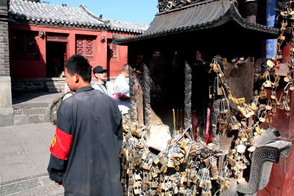 Andacht auf Chinesisch: Eine der zahlreichen Tempelanlagen auf dem Taishan.