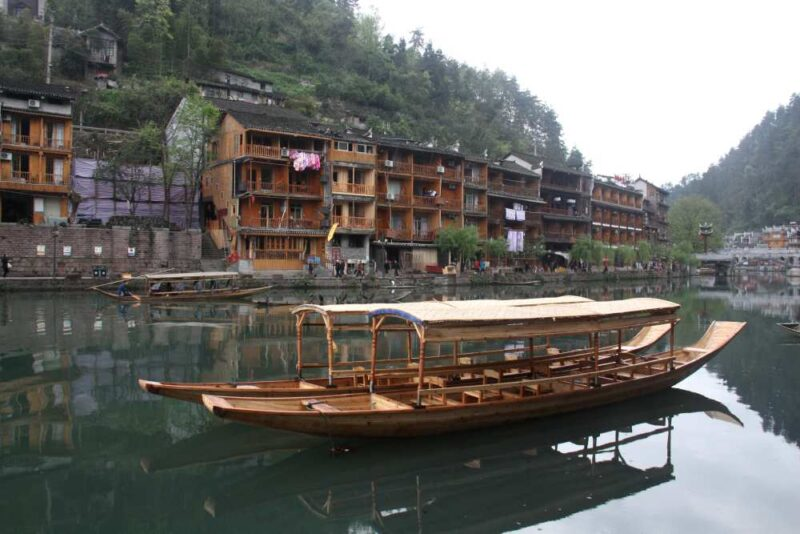 Besonders schön ist Fenghuang aus der Perspektive eines der zahlreichen Boote. Fotos: O. Zwahlen