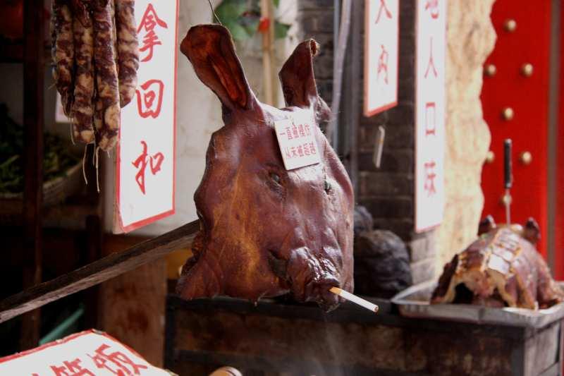Flaches Gesicht: Getrocknete Schweinsköpfe sind eine lokale Spezialität.