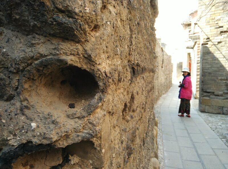 Die aussergewöhnliche Stadtmauer ist in der Region sehr bekannt.