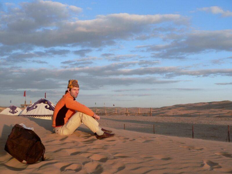 Nur wenige Kilometer ausserhalb von Baotou beginnt die Wüste.