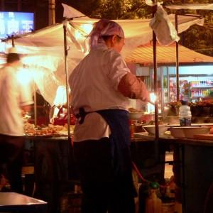 Günstig und köstlich: Ein Nachtmarkt im westchinesischen Xinjiang. Fotos: O. Zwahlen