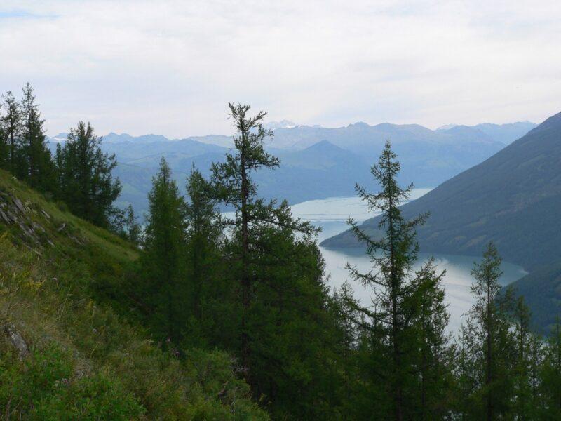 Blick auf den Kanas-See von oben.