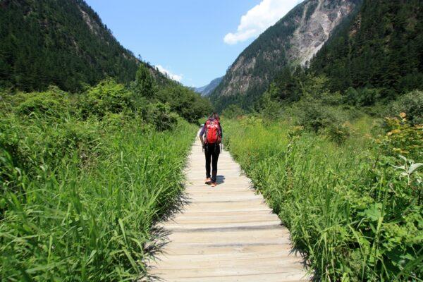 Jiuzhaigou lässt sich am besten auf seinen Wanderwegen erkunden...