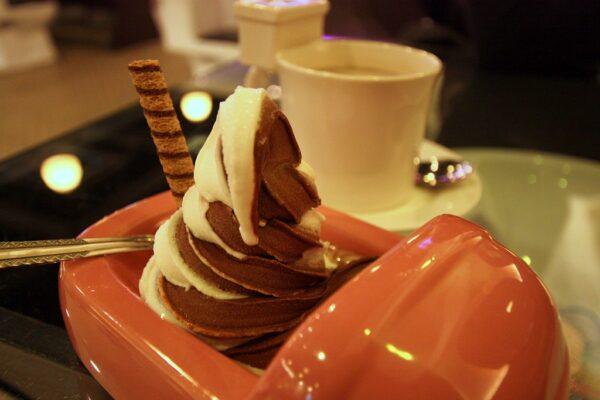 Schokoladeneis im Plumpsklo.