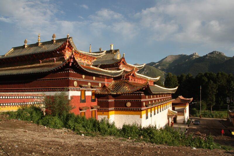 Eines von zahlreichen Gebäuden des Klosters von Langmusi.
