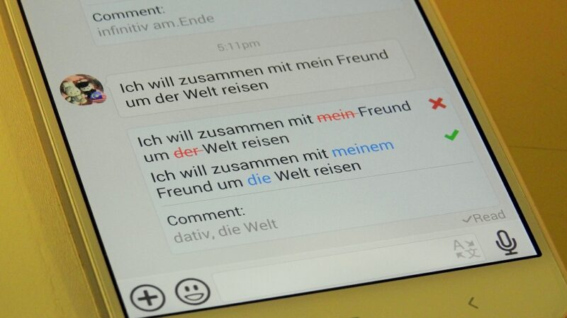 Mit wenigen Klicks bringst du an den Sätzen deines Sprachpartners Korrekturen an.