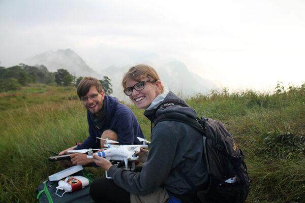 Vorbereitungen zum Start der Drohne.