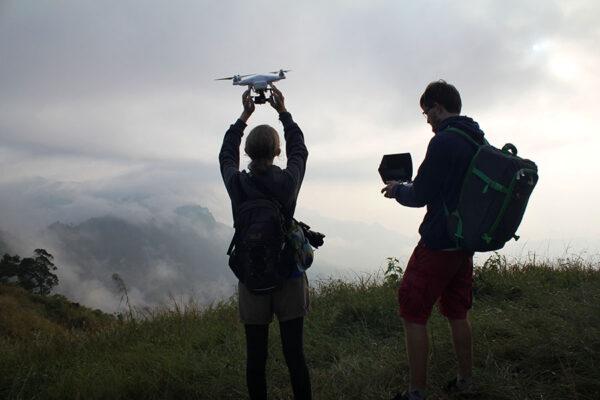 Drohnenstart im Freien.