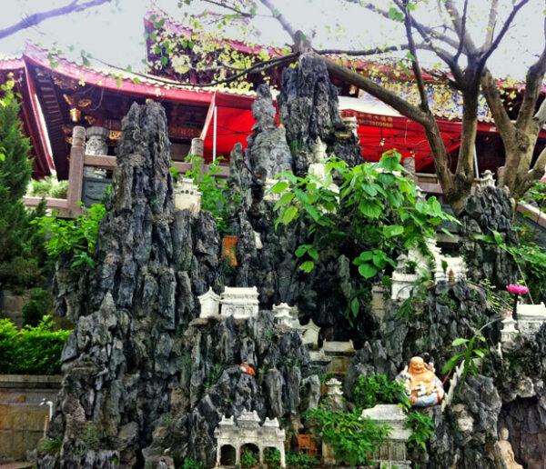 Liebevoll angelegter Garten im Frauenkloster von Meizhou