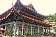 Blick auf eines der Hauptgebäude des Fauentempfels von Meizhou. Fotos: Kilian Kempter.