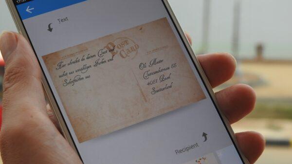 Die Rückseite der Postkarte kannst du auf unterschiedlichste Arten gestalten, zum Beispiel im Retrolook.