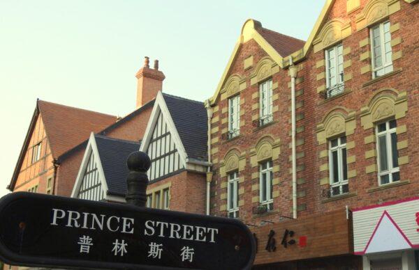 Thames Town: Eine von mehreren Nachbauten europäischer Städte in China. Fotos: OZ