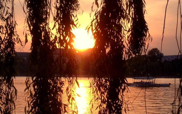 Abendstimmung am Houhai-See. Foto: Dhyani Kalapaaking.