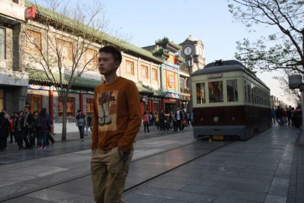 Die kitschige Qianmen-Strasse ist der Endpunkt dieses Spaziergangs.