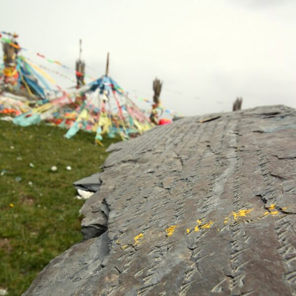Hier, auf über 4000 Metern verfüttern Tibeter ihre Toten den Vögeln.