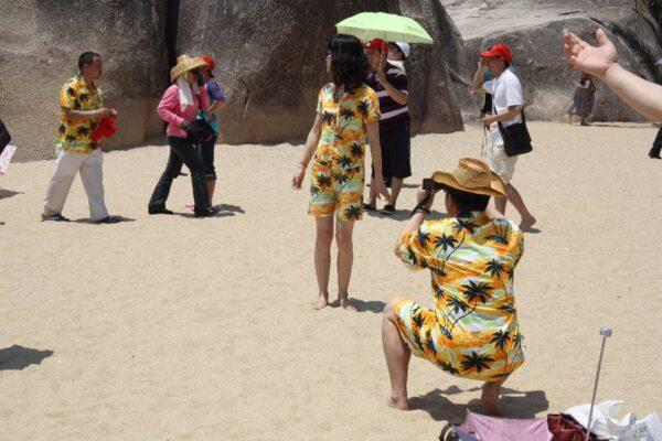 Chinesen tragen gerne Hainanhemden – eine Anlehnung an die bekannteren Hawaii-Hemden.