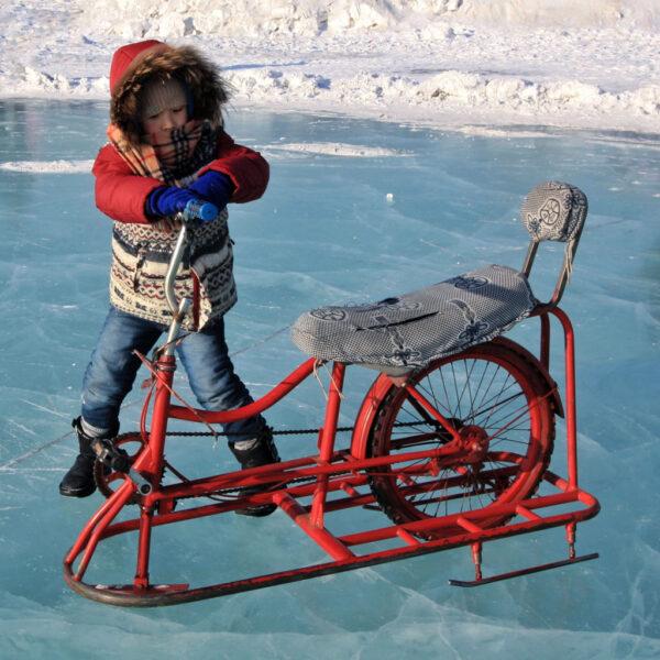 Peking im Winter: Schlittschuh laufen auf dem Houhai-See